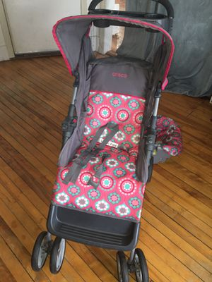 Car seat stroller combo for Sale in Worcester, MA