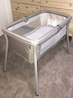 Chicco Baby Bassinet - Portable for Sale in Everett,  WA
