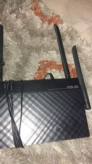ASUS wireless Dual Band Router. Model: RT-AC1200 for Sale in Houston, TX