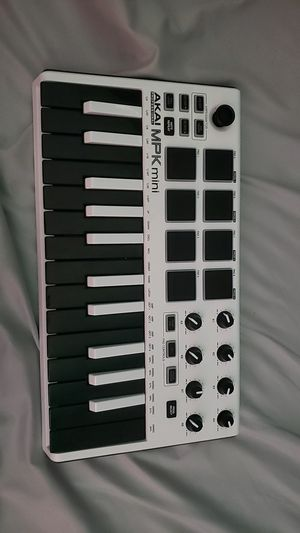 MPK Mini 2 midi keyboard for Sale in Chandler, AZ