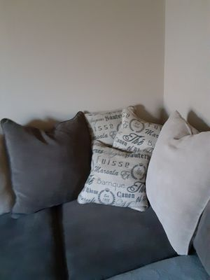 Gray chaise couch for Sale in Obetz, OH