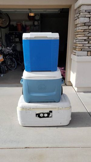 4 Ice Chest Coolers 2 water jugs for Sale in Peoria, AZ
