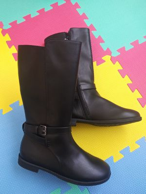 Nwt boots girls size 5 for Sale in Ellensburg, WA