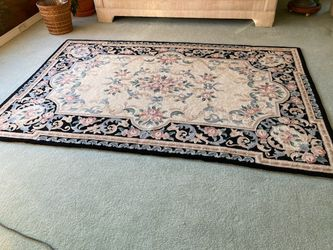 Area Rug 5x8 for Sale in Noblestown,  PA