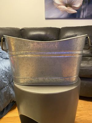 Scooped oval tubs (set of 2) for Sale in Manassas, VA