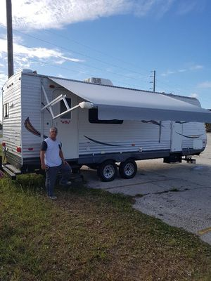RV Travel Trailer 2014 ..28 foot, clean Title, everything good for Sale in Miami, FL
