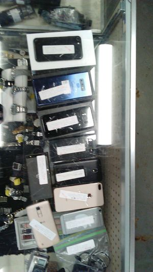 Cell phones /iPhones/Samsung/ lg variety of carriers for Sale in Stockbridge, GA