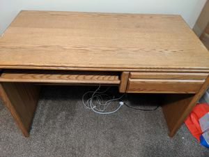 Desk and chair for Sale in Columbus, OH