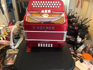 Súper beautiful HOHNER Anacleto accordion 3 switch in Fa for Sale in Donna, TX