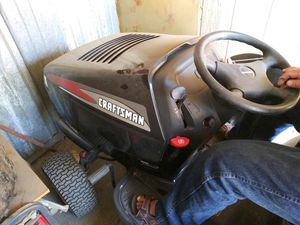 Craftsman tractor mower S6500 67 hours on engine for Sale in Claremont, CA