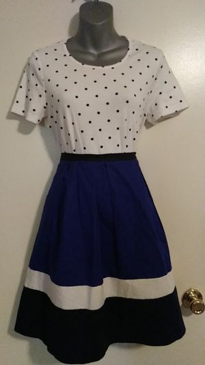 Pretty Skirt Outfit Size Medium for Sale in Ontario, CA