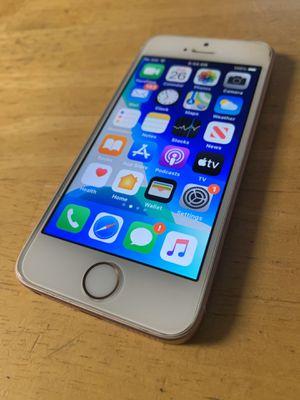 IPHONE SE 64gb for Sale in Lansing, KS