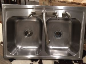 STAINLESS STEAL KITCHEN SINK WITH FAUCET (SINK B) for Sale in Dallas, TX