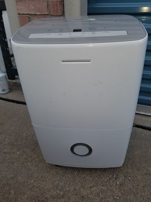 Frigidaire dehumidifier (For Parts) for Sale in Plano, TX