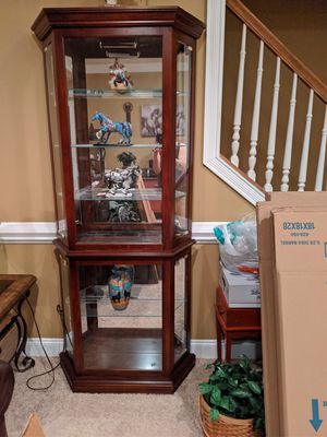 Curio has light in it for Sale in Snow Hill, NC