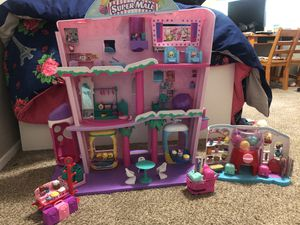 Shopkins Super Mall and Gumball machine set with shopkins for Sale in Vancouver, WA