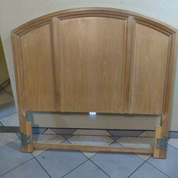 queen size bed frame and headboard $30 for Sale in Peoria,  AZ