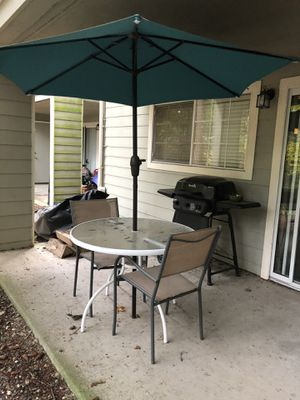 Table and Umbrella for Sale in Mill Creek, WA