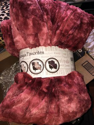 Faux fur burgundy blanket for Sale in Sacramento, CA