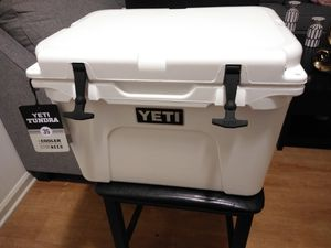 Yeti Tundra 35 cooler for Sale in York, PA