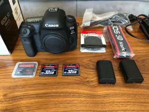 Canon 5D Mark IV for Sale in Gladstone, MI
