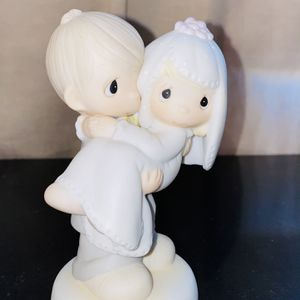 Precious Moments Figurine - Bless You Two 1982- In Excellent Condition for Sale in Palmdale, CA