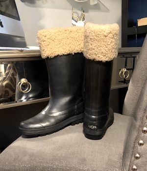Women's UGG Millcreek Wellies paid $130 size 7 Good condition! Boots have some signs of wear nothing super noticeable style# 5699 great Boots! Black for Sale in Washington, DC