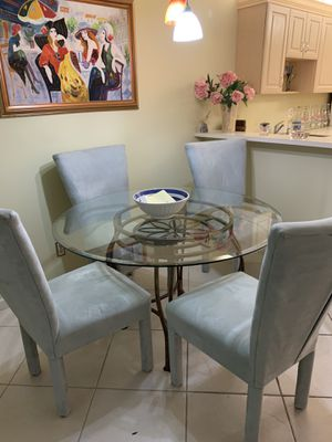 Glass kitchen table for Sale in Pompano Beach, FL