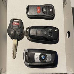 Locksmith Chip Car Keys / Cerrajero Llaves Con Chip Para Carros for Sale in Downey,  CA