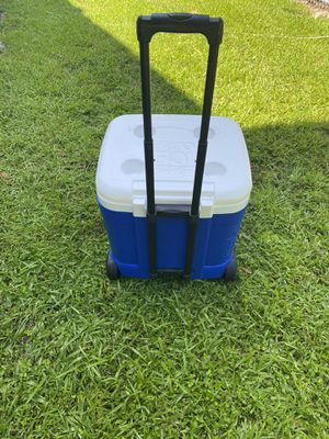 Igloo cooler for Sale in Miami, FL