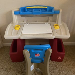 Step 2 Deluxe Art Desk For Kids for Sale in Gilbert, AZ