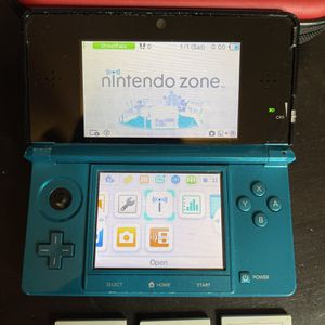 """Nintendo 3DS Aqua Blue W Case & Charger Includes Skylanders Spyro's Adventure & Giants Adventure Time Code Name S.T.E.A.M Lego China Condition is """"Use for Sale in Fort Lauderdale, FL"""