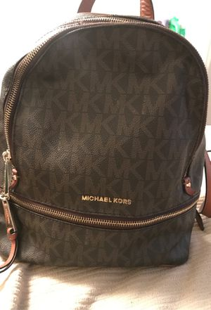 Michael Kors Backpack 100% Authentic have receipt and booklet inside for Sale in Clearwater, FL