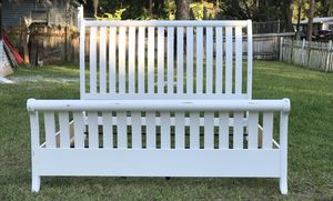King size bed frame for Sale in Auburndale, FL