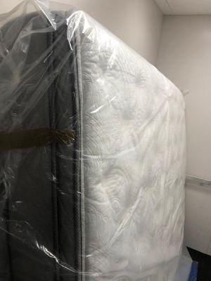 King mattress 🧡 for Sale in Las Vegas, NV