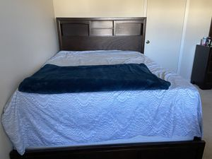 Rarely used wooden queen size bed frame!! for Sale in NJ, US