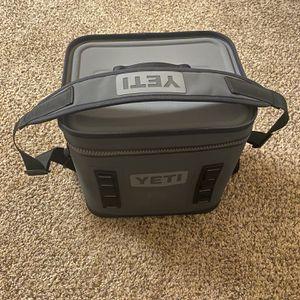 YETI Hopper Flip 12 Soft Cooler for Sale in Menifee, CA