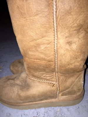 Ugg Boots Girls Size 2 for Sale in Odenton, MD