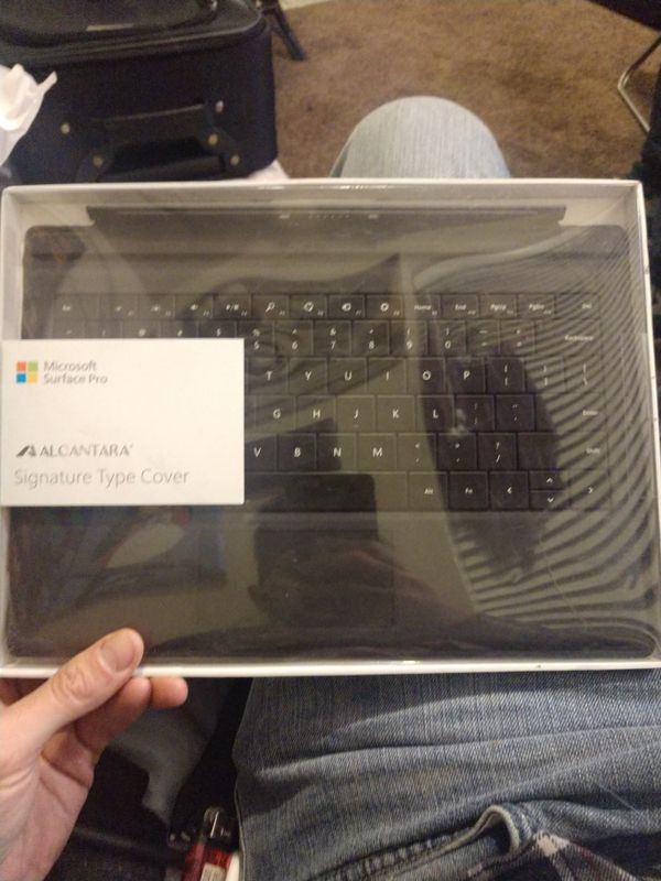 Microsoft Surface Pro Alcantara Signature Type Cover