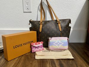 Louis Vuitton. Totally PM for Sale in Lakewood, WA