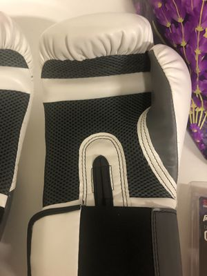Everlast Boxing gloves and accessories for Sale in Livermore, CA