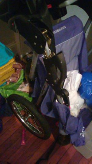 Jogging stroller just need air in the tires for Sale in Baltimore, MD