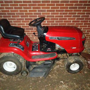 Craftsman Lt3000 Riding Lawn Mower. for Sale in Columbus, OH