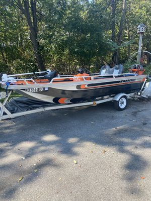 15 ft fiberglass bass boat for Sale in Damascus, MD