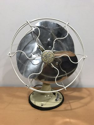 """Vintage 1930's GE General Electric Oscillating Quiet Blade Desk Fan Antique Model 55x165 Works well and moves serious air! Approx - 10""""W x 13""""T x 8""""D for Sale in Algonquin, IL"""