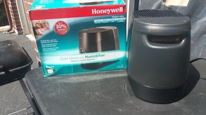 HONEYWELL COOL MOISTURE HUMIDIFIER for Sale in San Antonio, TX