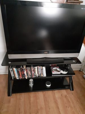 Vizio 42 Inch HDTV 1080p With IKEA Glass TV Stand for Sale in Brooklyn Park, MD