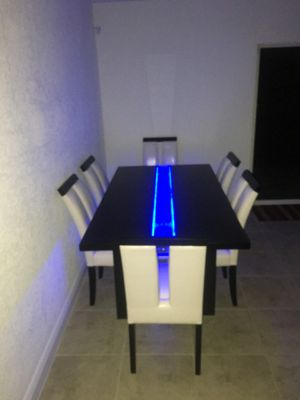 $330 OBO! Dining table for 6 (TABLE ONLY) NO CHAIRS. Lights up! In great condition in North Miami area!! for Sale in North Miami, FL