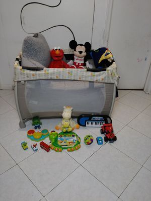 Pack and play for Sale in Pompano Beach, FL