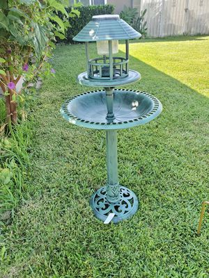 New plastic bird feeder and bird bath brand new for Sale in Fontana, CA
